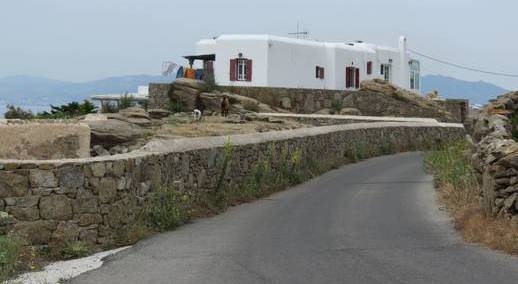 a-road-in-the-Tagoo-area-of-Mykonos-IMG_24521